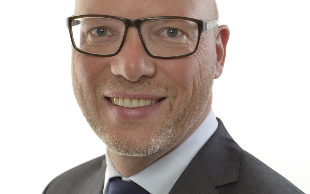 Moderaterna lanserar upphovsrättskramaren Jörgen Warborn som tredjenamn på sin EU-lista inför valet nästa år.
